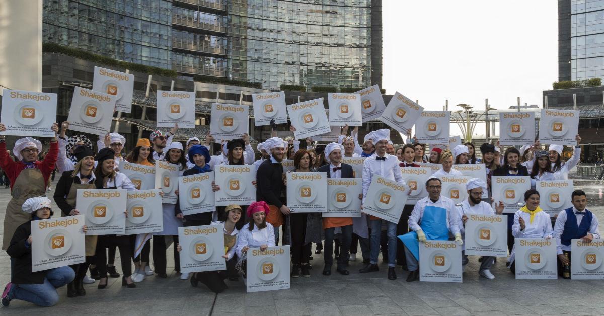 Tutti i partecipanti al frozen flashmob dedicato all'app Shakejob powered by Openjobmetis spa