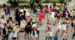 Un flash mob scatena il video clip dei The Babysitter Circus!
