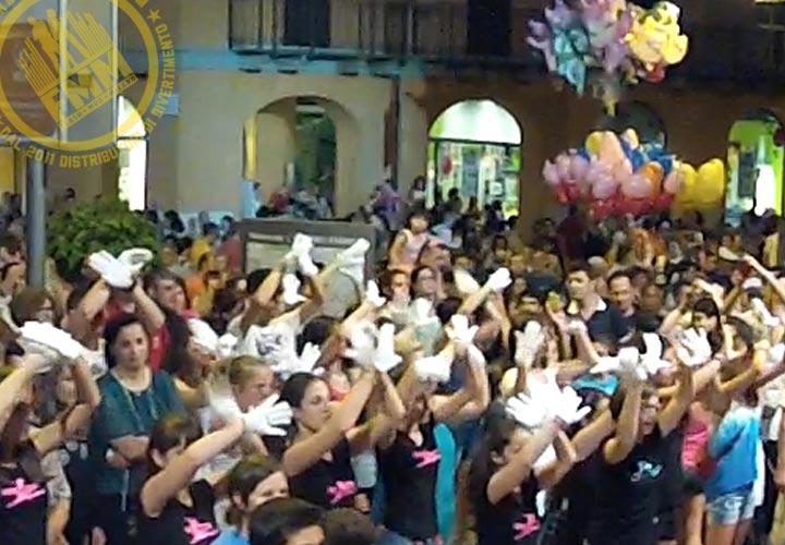 piazza dance flash mob guanti bianchi