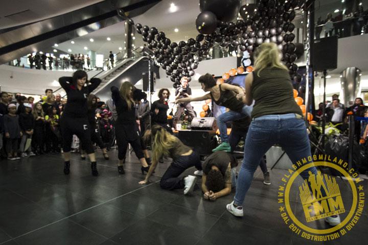 Halloween al Bicocca Village: lo spettacolo The Twilight Battle, non un flashmob