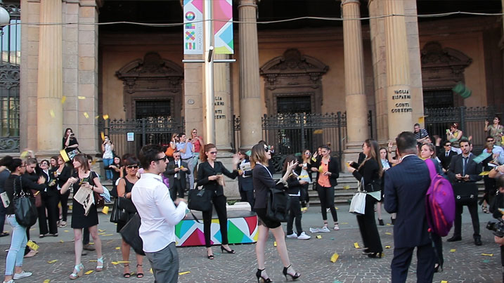 The W.O.W.S. Frozen Flashmob e piazza Cordusio si gela