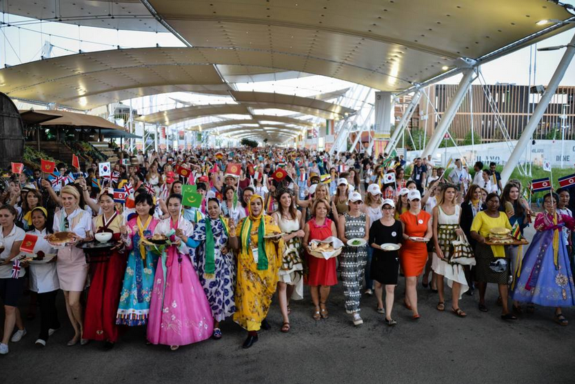 """LA """"TAVOLA DEL MONDO"""" CHIUDE LE WOMEN'S WEEKS IN EXPO MILANO 2015."""