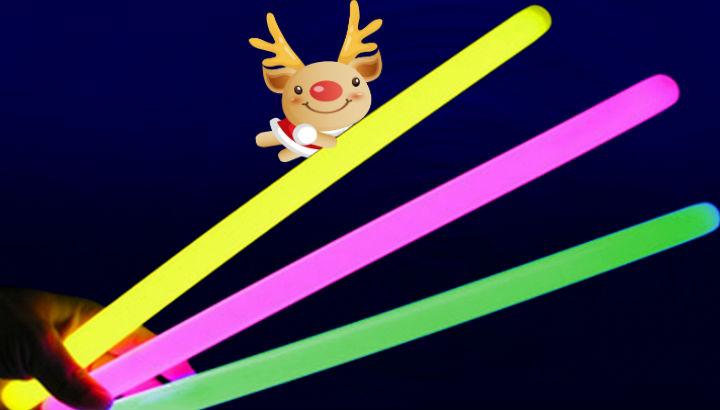 Nell'immagine, i glowsticks colorati che i volontari consegneranno ai partecipanti al Flash Mob