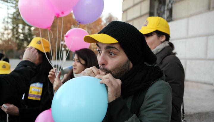 Attività dei volontari: gonfiaggio palloncini